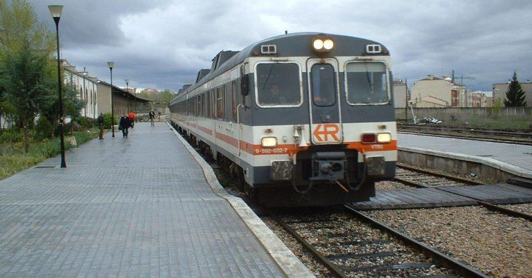 592 de Renfe, durante muchos años el máximo exponente del ferrocarril en Cuenca, en la estación de la capital provincial